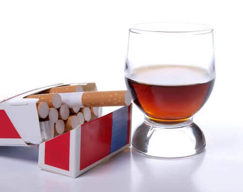 Угри, алкоголь, сигареты